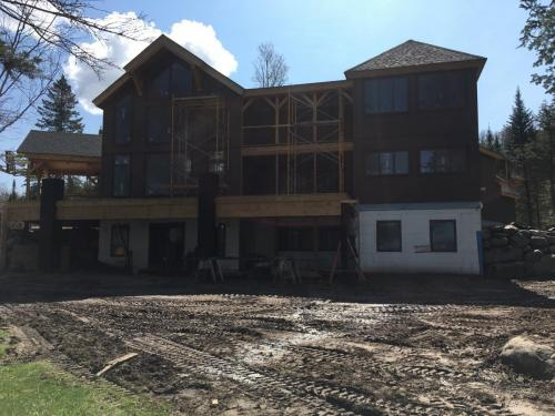 Legault Construction - Chateaugay Lake House 10 (1)